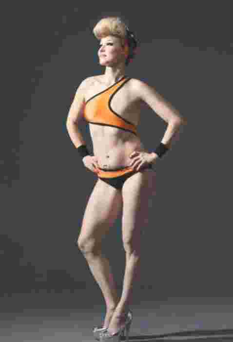 芬兰设计师为失乳女性打造特殊魅力泳衣
