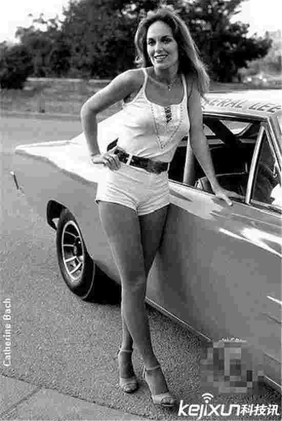 老照片揭秘以前丰满车模 视觉上的艺术享受