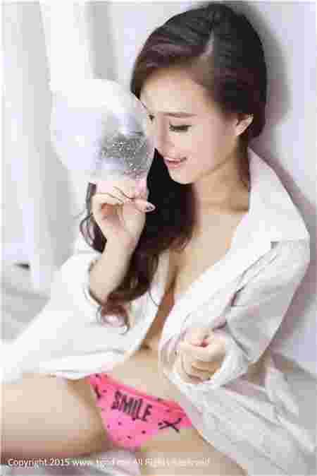 探秘日本生产安quán tào工厂 90后美女拿套套卖萌 套套的100种牛b用法