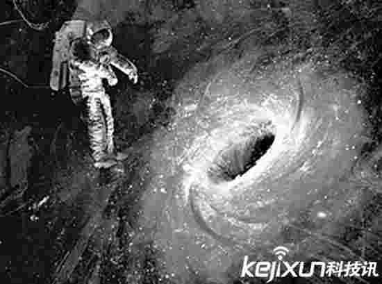 小星系被大星系扒光衣服 露出裸体黑洞
