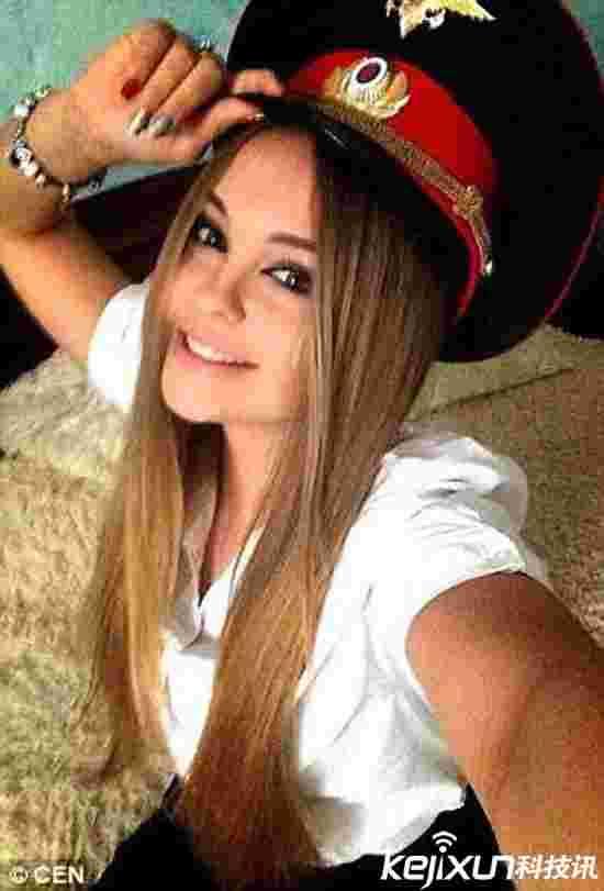 俄罗斯评选最美女警 人美胸大上演警服诱惑