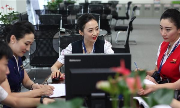 """中国美女刷爆网络引围观:拿下""""世界最美空姐"""""""