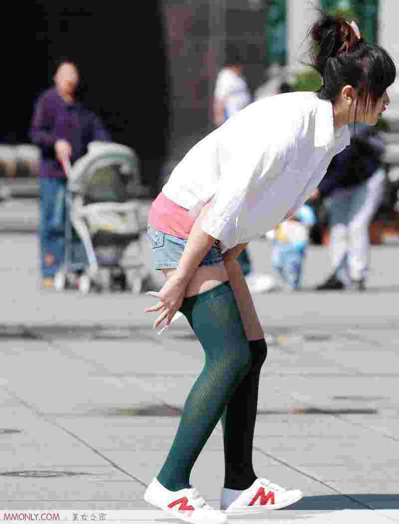 街拍丝袜可爱美女高清写真