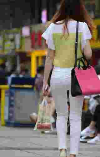 气质美女最新时尚街拍照秀修长美腿