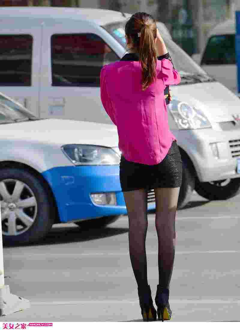 街拍靓丽紧身短裙丝袜美女