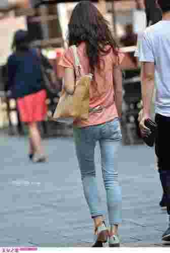 街拍极品迷人牛仔裤美女图片