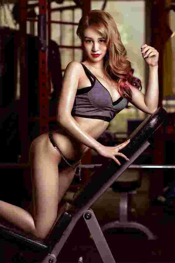 马甲线少女健身房打造细性感翘臀诱惑