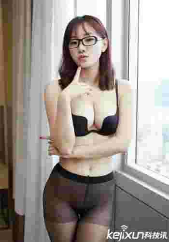 美女图片性感少妇丝袜张开套图 性感黑丝袜教师办公室制服诱惑