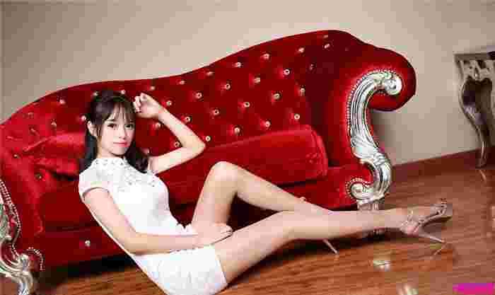 嫩模白色连衣短裙清新迷人秀完美曲线