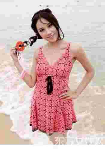 连体泳衣美女穿搭术 做个夏日的水美人