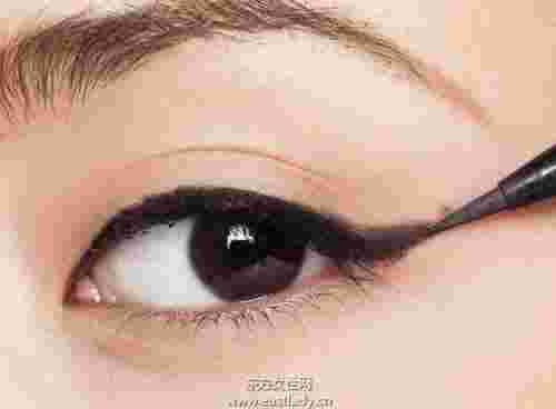 猫眼妆的画法打造迷人妖艳眼妆