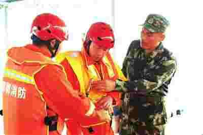 邯郸消防举行防汛应急救援拉动演练