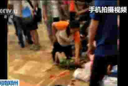 郑州一女童室内拓展训练高空摔下重伤 店方称员工违规操作