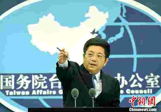 6月28日,国务院台办发言人马晓光在北京表示,今年是两岸开启交流30周年。30年的历程充分说明,要交流、要合作、要融合是两岸同胞的共同愿望,打开的大门是关不上的,任何倒行逆施只会激民愤、失民心,搬起石头砸自己的脚。 中新社记者 张勤 摄