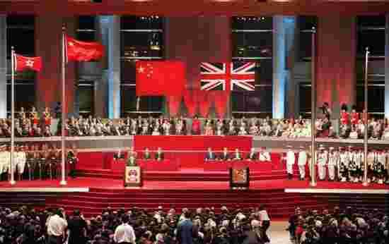 香港回归的1997:握手进行防务交接比刺刀见红更震撼