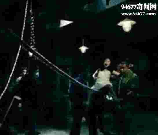 女子逼供酷刑绳刑,用麻绳磨烂女犯下体(视频图片)