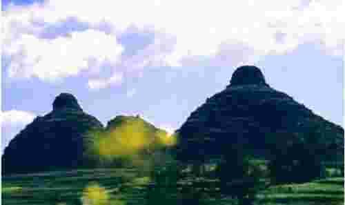 天下第一奇峰,贵州双乳峰(酷似乳房丰满浑圆)