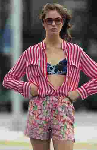 欧美夏日清凉性感街拍 露出你的纤细小蛮腰