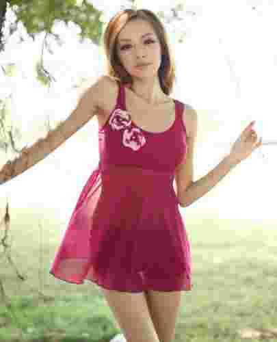 最显瘦的优雅小礼服裙式泳衣 性感不减魅力增倍