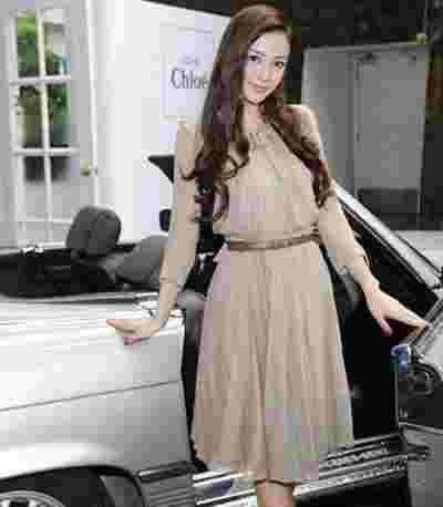 杨颖Angelababy示范夏季连衣裙搭配 清新甜美又可爱