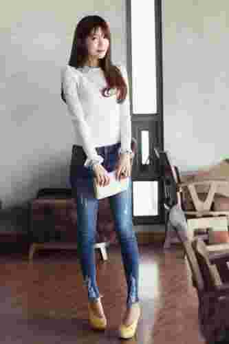 秋季蕾丝长袖T恤搭配技巧 尽显浪漫女人味
