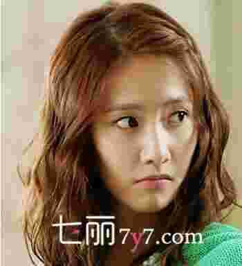 韩国林允儿式蛋卷头发型图片 亚洲女神亲身示范百变Style