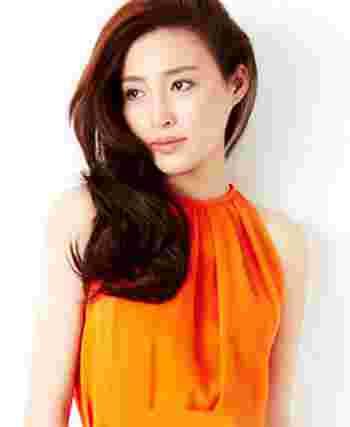2013韩式女生长发烫发发型 轻松塑造甜美优雅女图片