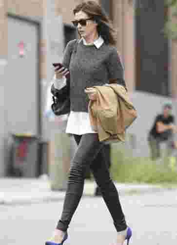 黑色皮裤配什么鞋和上衣  紧身勾勒出来的美好曲线
