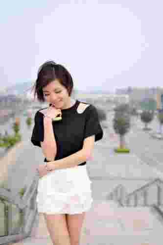 2013夏季新款时尚短裙搭配 凸显修长腿线