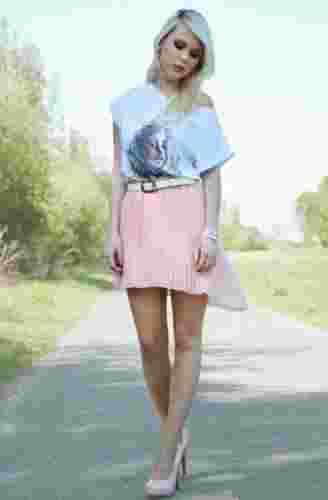欧美潮流街拍达人示范 不规则裙摆打造修长美腿
