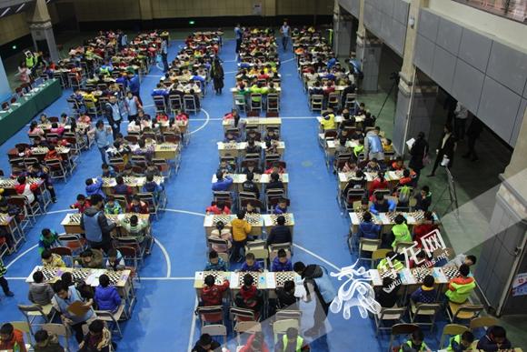 532名小选手齐斗智 角逐第三届南岸区国际象棋公开赛