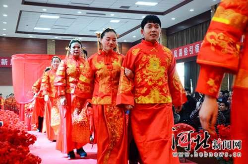 """邯郸肥乡举行百对新人集体婚礼 向""""天价彩礼""""宣战(组图)"""