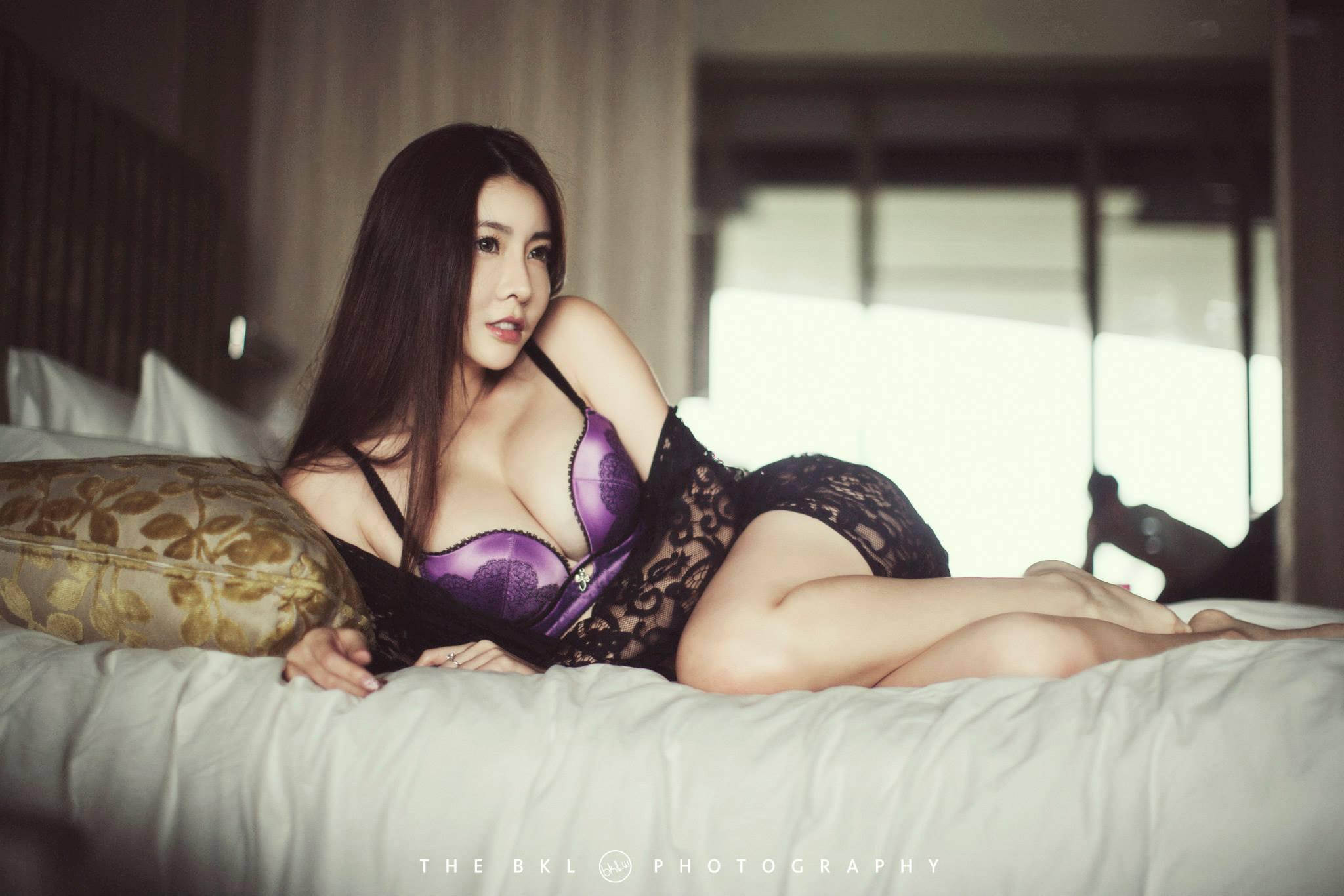 性感模特儿Melody Low爆乳诱惑