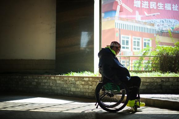 轮椅教师 在倒计时的时光里唤醒自己