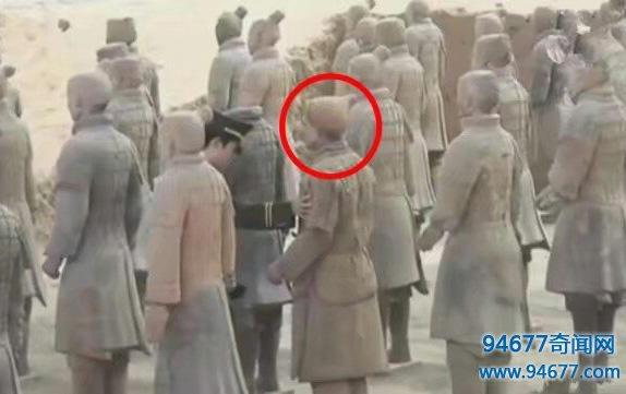 """考古新发现: 秦陵中竟有一""""活人俑"""", 专家鉴定结果让人哭笑不得"""