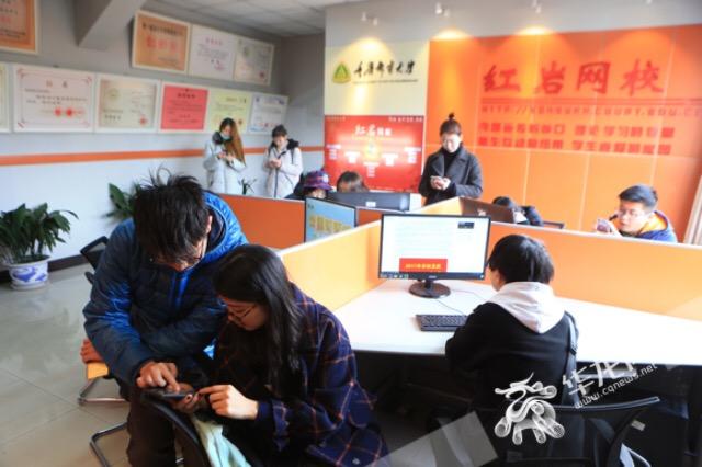 """期末复习""""打脑壳"""" 重庆邮电大学邀200名学霸来支招"""