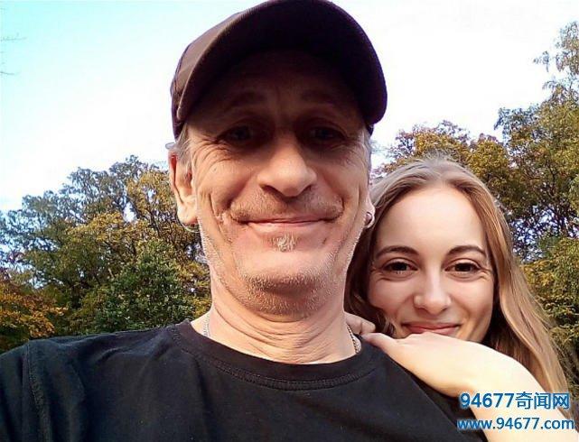 19岁女大学生爱上52岁大叔,不顾家人反对和对方同居在一起