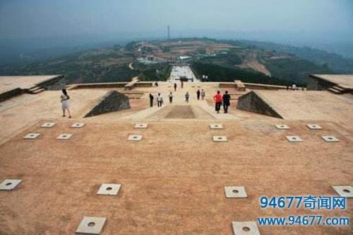 李世民儿媳墓被挖掘,考古专家兴奋宣布:发现大量唐朝金银瓷器!