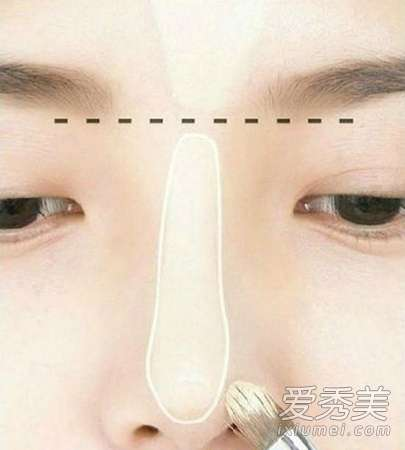 怎么化妆显脸小 图解韩式瘦脸妆画法