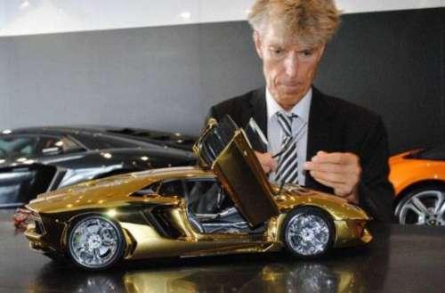 中东土豪花4500万够买纯金兰博基尼车模