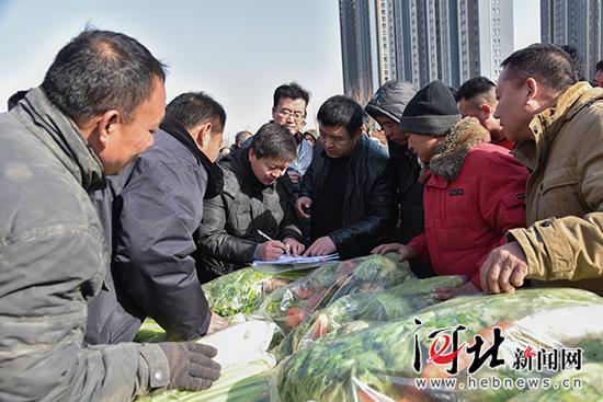 邯郸丛台区:13万斤爱心蔬菜送给困难群众