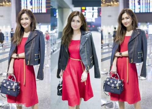 Selina出发纽约时装周 皮衣搭红裙美回巅峰期!