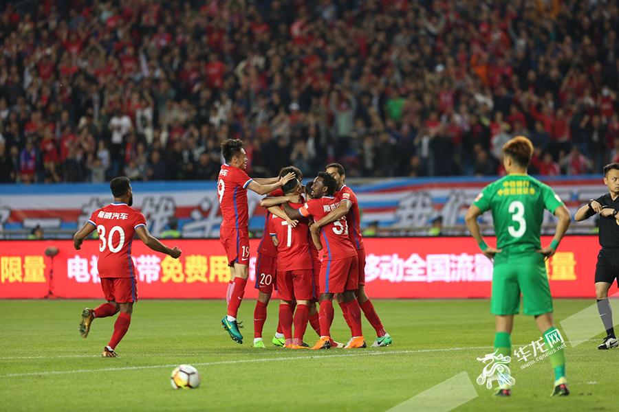 快讯:20分钟4球!重庆斯威3:1暂领先北京国安