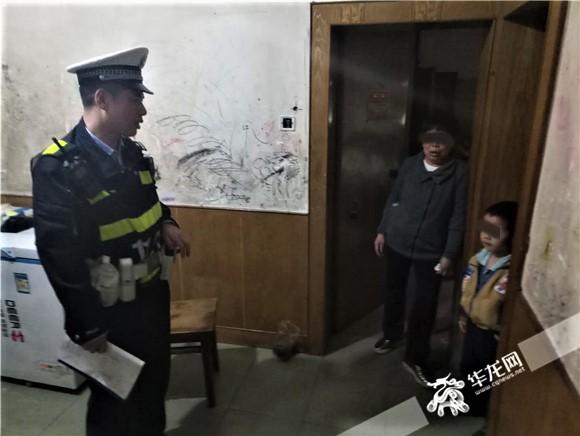 5岁男孩因为家长吵架报警求助 重庆民警温柔安慰:慢慢说,你在哪里