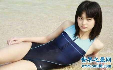 仲村星虹是日本的一名女明星 身材火辣