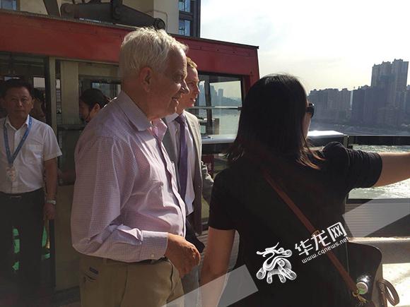 """加拿大驻华大使今日访渝 第一站体验""""网红景点""""长江索道"""