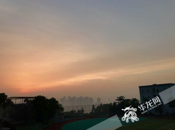 """重庆各地今现""""日晕"""" 明日或迎今年来首个高温天"""