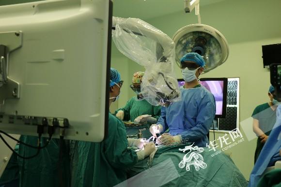 """骨科鹰眼技术国内首次临床使用 脊柱微创再添""""黑科技"""""""