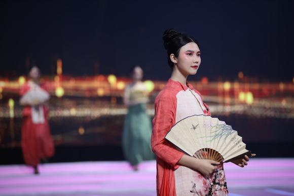 重庆卫视新节目《我为家乡代言》录制完成 他们用热血青春点赞家乡