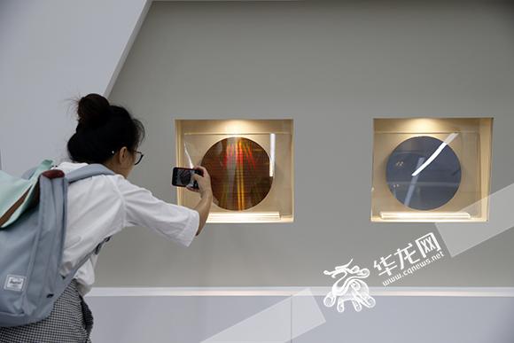 """【扎实推进重大项目落地见效】SK海力士在渝2期项目明年投产 更多手机电脑将用上""""重庆芯"""""""